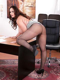 Secretary BBW Pics